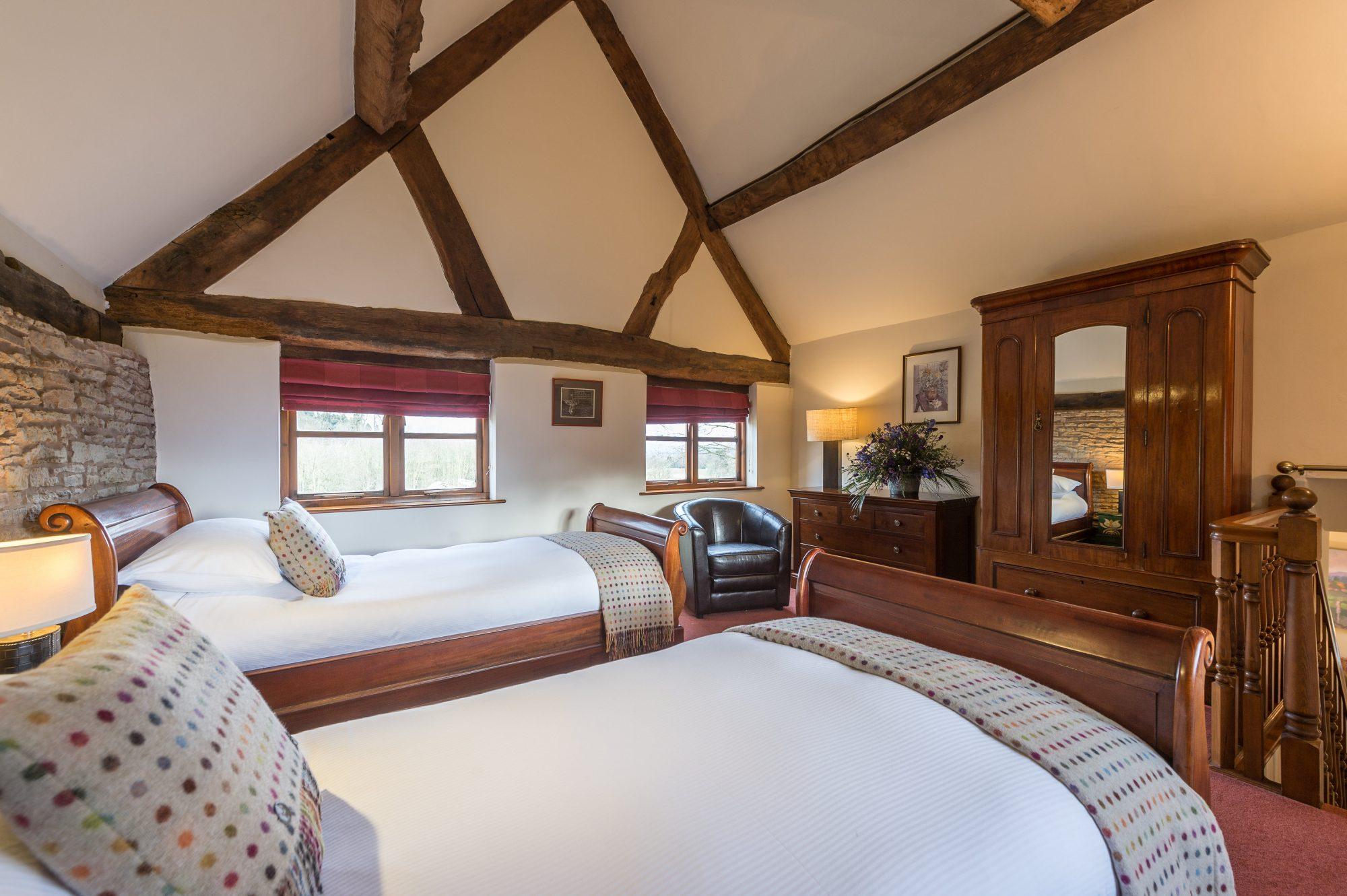 bedroom-high-ceiling2